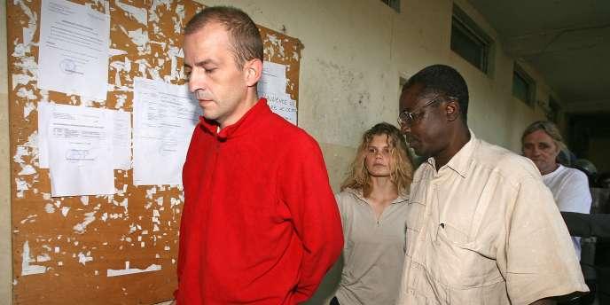 Eric Breteau, Emilie Lelouch et Alain Péligat (au fond), à leur arrivée au tribunal de N'Djamena, mercredi 26 décembre 2007.
