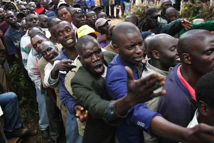 Plus de 14 millions d'électeurs ont voté pour désigner leur nouveau président, mais aussi les 210 membres élus du Parlement et 2 484 élus locaux. Ici, dans un bureau de vote de Nairobi.