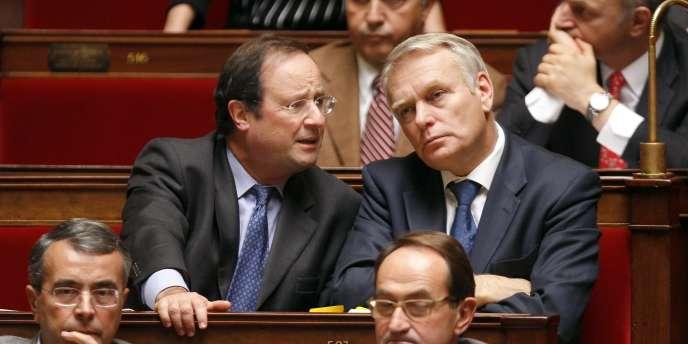 François Hollande, député et président du Conseil général de Corrèze et Jean-Marc Ayrault, député et maire de Nantes, à l'Assemblée nationale.