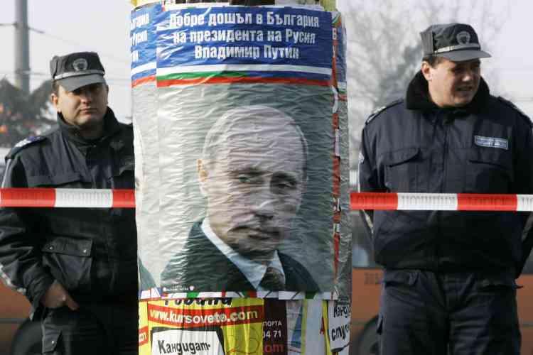 La première d'une série de manifestations prévues à Sofia contre la visite de Vladimir Poutine - attendu en fin de journée - s'est soldée par un échec : à peine une cinquantaine de personnes ont défilé dans les rues.