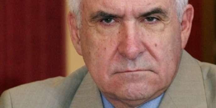 L'ancien directeur des Renseignements généraux Yves Bertrand, lors d'une conférence de presse, le 5 juillet 2003.