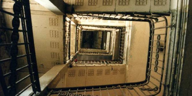 Vue intérieure de l'escalier du Tacheles, le plus grand squat d'artistes de Berlin.