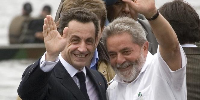 Nicolas Sarkozy avec le président brésilien Luiz Inacio Lula da Silva,  en Guyane, le 12 février 2008.