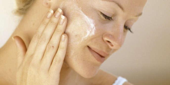 Les parabènes, présents par exemple dans les produits de beauté, sont suspectés de provoquer chez les femmes des cancers du sein.