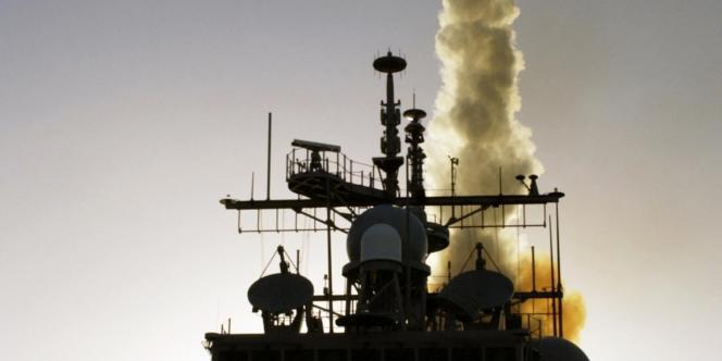 Un navire de la US Navy lance un Standard Missile-3.
