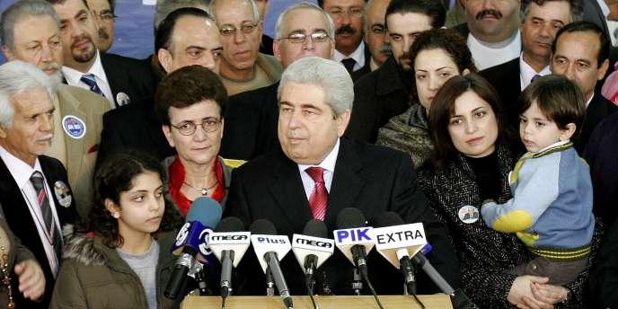 Dimitris Christofias, lors d'une conférence de presse tenue à Nicosie après son élection à la présidence de la République en février 2008.