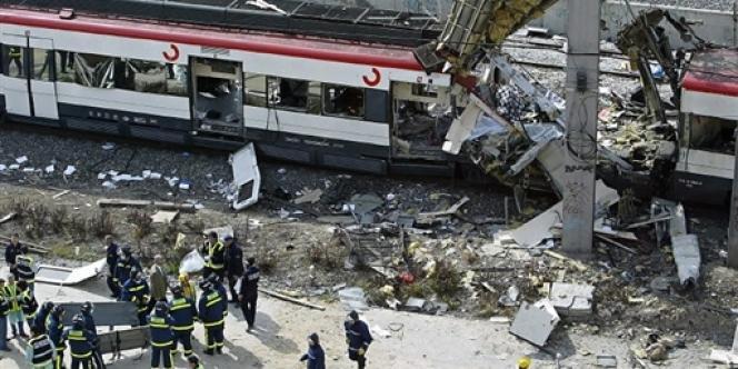 Le 11 mars 2004, une série d'explosions tue 173 personnes et en blesse plus de 600 dans trois trains à proximité de la gare Atocha de Madrid.