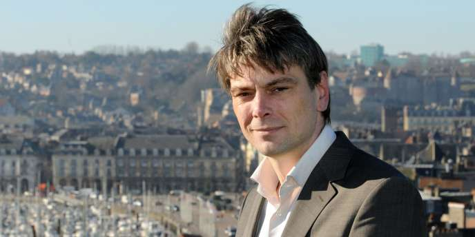 La maire (PCF) de Dieppe (Seine-Maritime), Sébastien Jumel.