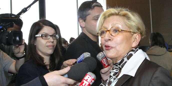 Isabelle Balkany s'exprime devant des journalistes, en 2008.