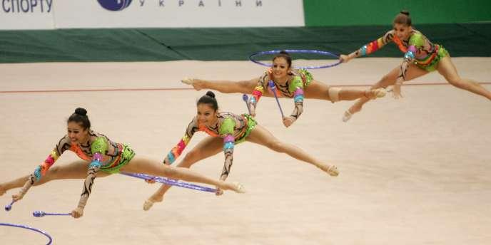 C'est la fête à Kiev : les gymnastes brésiliennes font le spectacle lors de la Coupe du monde de gymnastique rythmique, le 22 mars en Ukraine.