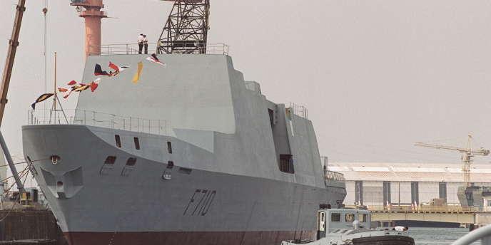 Photo prise en juin 1992, au port militaire de Lorient, d'une frégate légère de type Lafayette, identique aux six vendues à Taïwan en 1991.