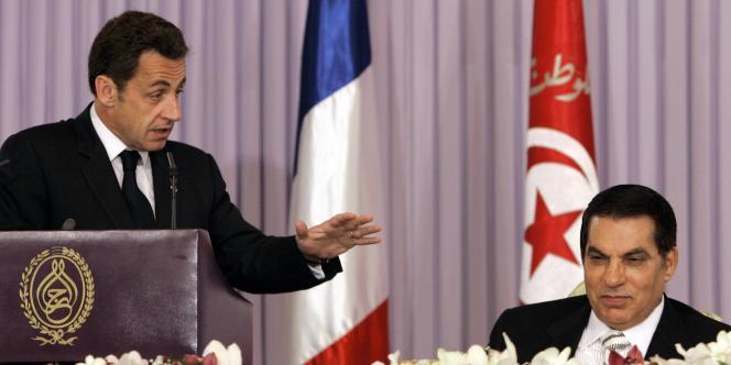 Le président français, Nicolas Sarkozy, et son homologue tunisien, Zine El-Abidine Ben Ali, au palais présidentiel de Carthage, le 28 avril 2008.