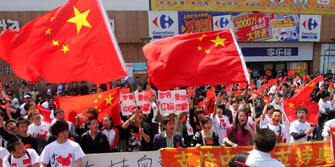 Des drapeaux chinois lors d'une manifestation à Changchun, dans le nord-est de la Chine en avril 2008.