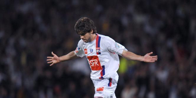 Juninho après un but en Coupe de France avec Lyon, le 7 mai 2008