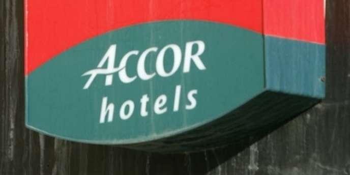 Le groupe hôtelier français reste prudent sur ses prévisions annuelles, entraînant une chute du titre à la Bourse de Paris.