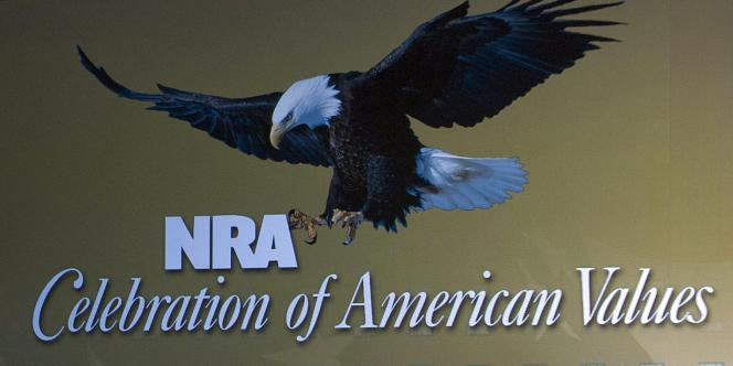 Un panneau de la NRA, en 2008 lors de la convention annuelle de l'association, dans le Kentucky.