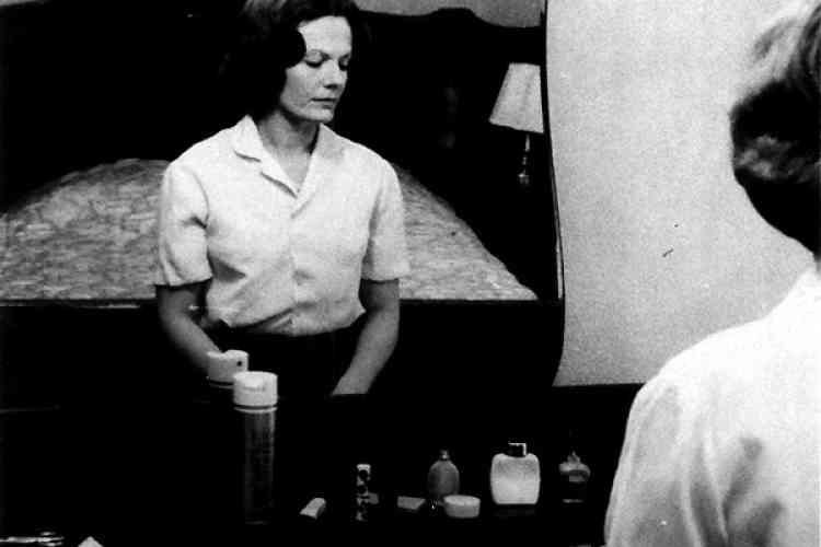 """Une image du film belge de Chantal Akerman """"Jeanne Dielman. 23, quai du Commerce, 1080 Bruxelles"""" (1975)."""