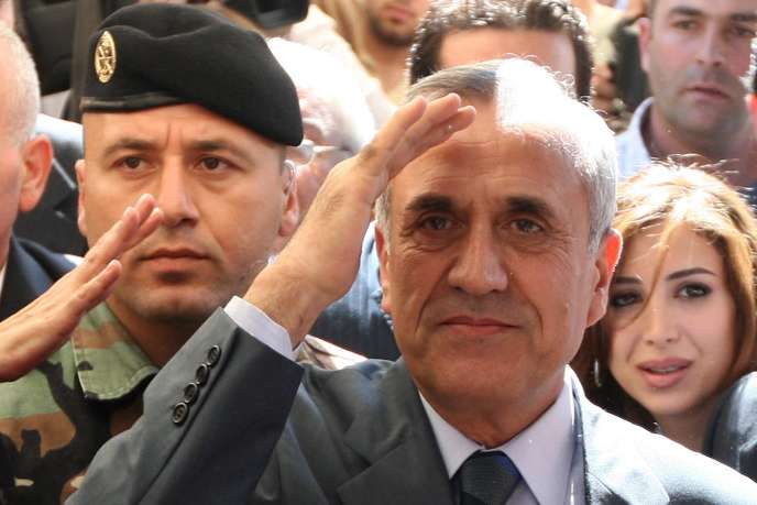 Michel Sleiman salue ses partisans, le jour de son élection à la présidence du Liban, dimanche 25 mai 2008. Son mandat arrive à échéance le 25 mai 2014.