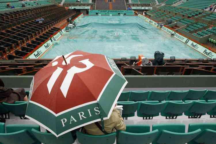 Le central de Roland-Garros, sous la pluie, le 27 mai 2008.