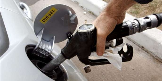 La hausse du prix du carburant est toujours rejetée par les Français.