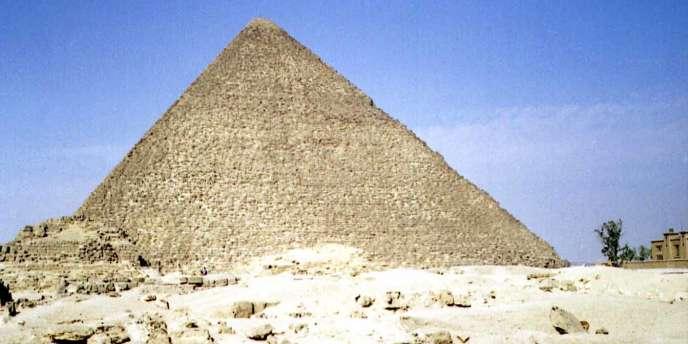 Vue de la pyramide de Khéops, en Egypte.