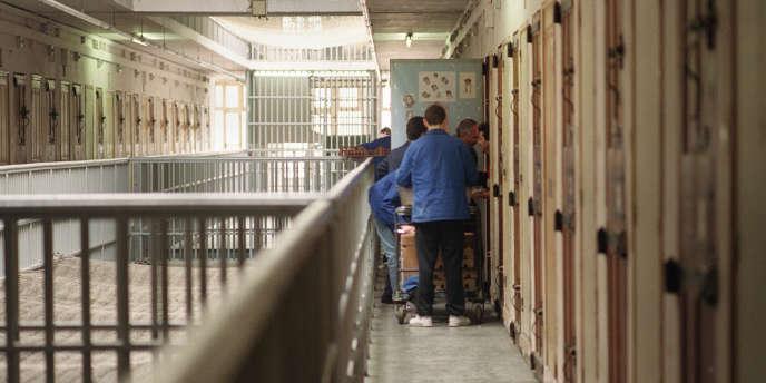 Les prison françaises ont battu début juin un nouveau record de population carcérale avec 67 977 détenus, pour seulement 57 235 places.