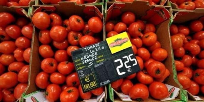Seuls 10 % des Français déclarent envisager de dépenser davantage pour leur alimentation ou l'habillement pendant les trois prochains mois.