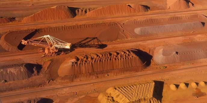 L'Australie a abaissé sa prévision de croissance et cherche à compenser la chute des recettes liée à l'essoufflement de l'industrie minière.