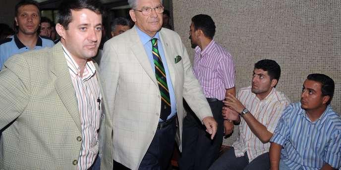 L'ex-général turc Hursit Tolon a été inculpé, dimanche 6 juillet, avec neuf autres personnes, pour