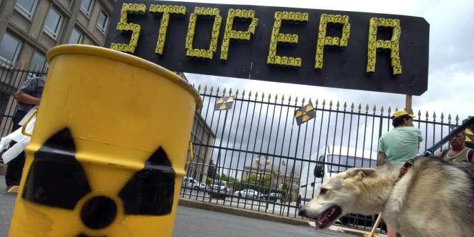 L'association écologiste Robin des Bois avait déjà réclamé début septembre son report en attendant les résultats des tests de résistance en cours dans le parc nucléaire français.