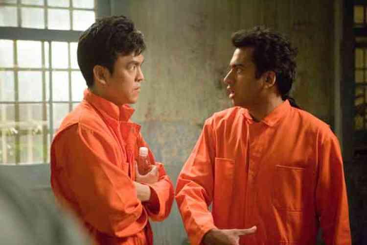 "John Cho et Kal Penn dans le film américain de Hayden Schlossberg et Jon Hurwitz, ""Harold et Kumar s'évadent de Guantanamo"" (""Harold & Kumar Escape from Guantanamo Bay""), sorti en salles mercredi 16 juillet 2008."