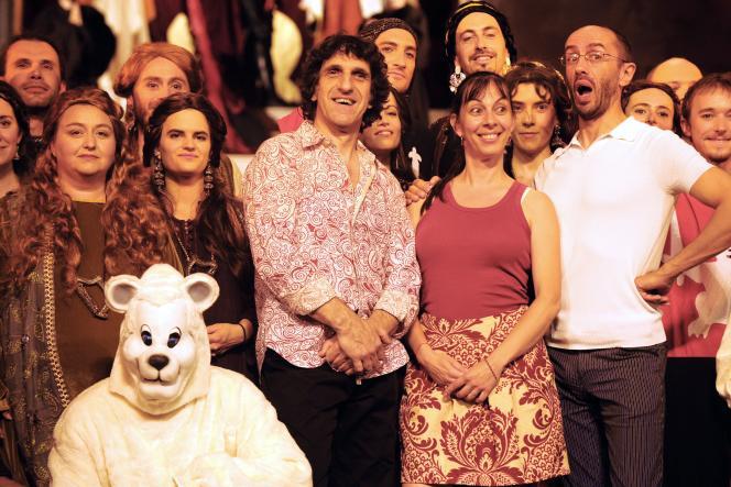 Shirley et Dino avec une partie de l'équipe de l'opéra