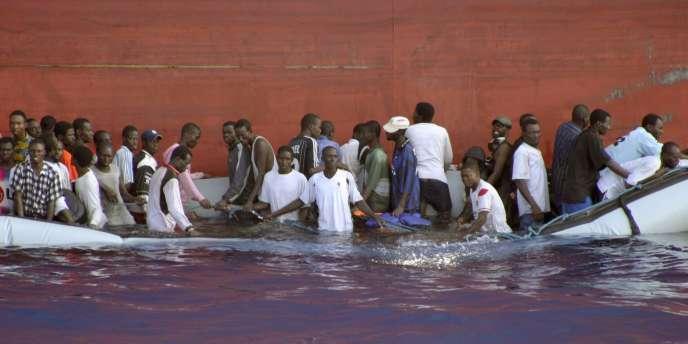 Le naufrage d'une embarcation près des côtes maltaises avec 28 personnes à bord, originaires de Somalie et du Nigeria, le 30 juillet 2008.