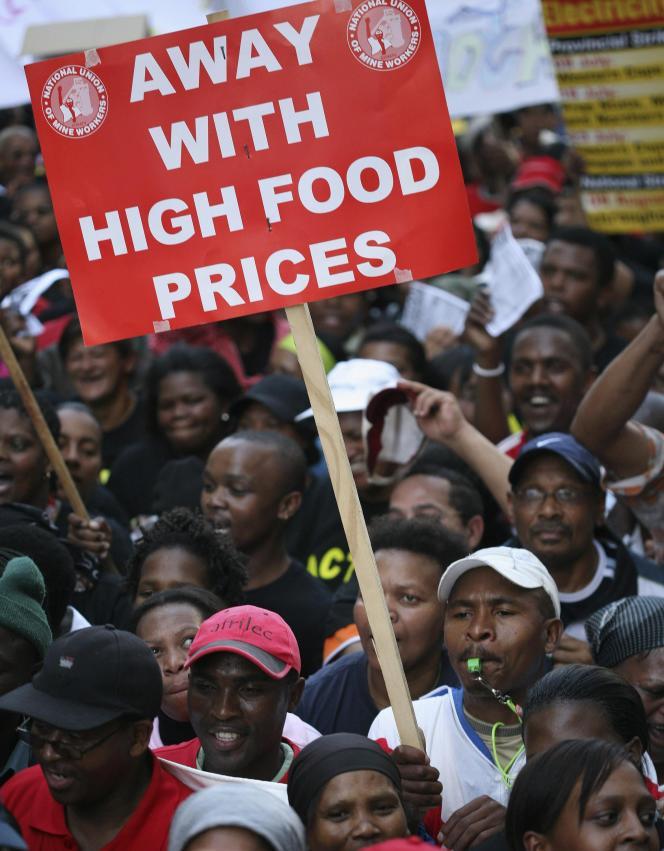 Un risque de flambée des prix alimentaires, comme en 2008. Ici, une manifestation en Afrique du Sud, le 6 août 2008.