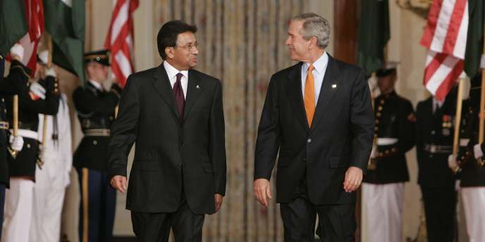 Le président américain, George W.Bush (à droite), en compagnie de son homologue pakistanais, Pervez Musharraf en 2006.