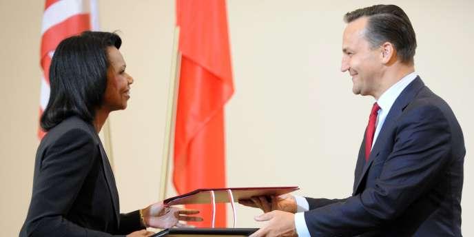La secrétaire d'Etat américaine, Condoleezza Rice et son homologue polonais, Radoslaw Sikorski, ont ratifié, mercredi 20 août 2008, l'accord sur l'installation d'un bouclier anti-missiles américain en Pologne.