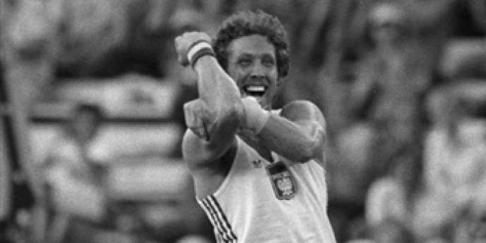 En 1980, aux Jeux de Moscou, le perchiste polonais Wladyslaw Kozakiewicz, champion olympique, adressa un bras d'honneur au public et aux dirigeants soviétiques.