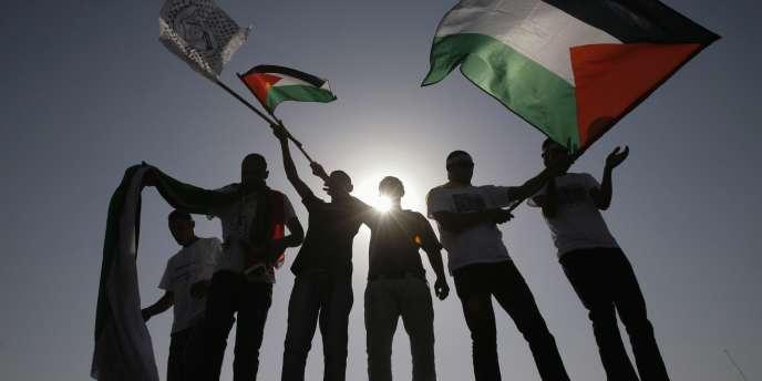 Un premier groupe de 477 prisonniers palestiniens doivent être libérés mardi en échange du soldat israélien Gilad Shalit.