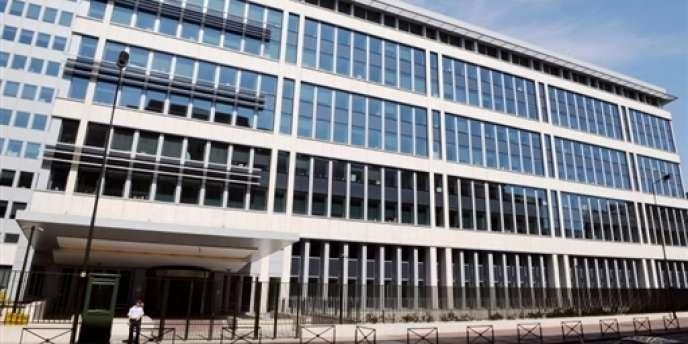 En 2009, les enquêteurs accusaient Rany Arnaud d'avoir voulu s'en prendre au siège de la Direction centrale du renseignement intérieur (DCRI), à Levallois-Perret. Aujourd'hui, l'accusation lui prête un projet d'attentat à la voiture piégée qui aurait visé un bâtiment public de la police, situé près de la tour Eiffel à Paris.