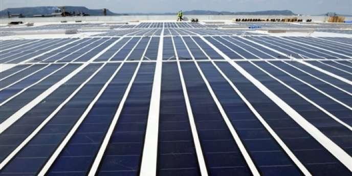 Mise en service en 2008 à Laudun (Gard), sur un entrepôt de supermarché, cette centrale photovoltaïque était alors la plus grande intégrée en toiture d'Europe