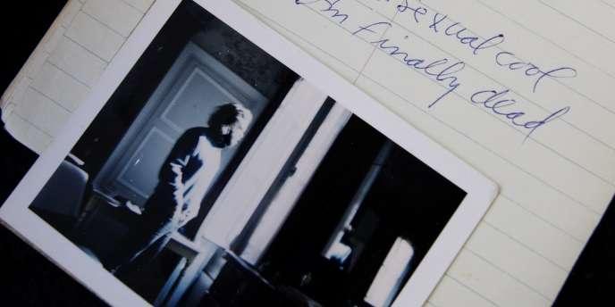 Le dernier journal et la dernière photo connue de Jim Morrison en vente en 2008.