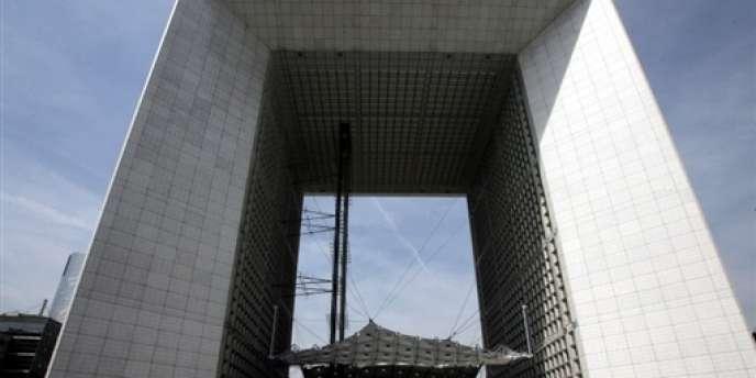 La Grande Arche dans le quartier des affaires de la Défense.