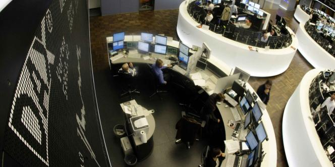 La Bourse de Francfort était en forte hausse lundi en début de séance, poussant un grand