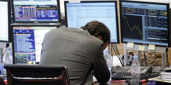 A Paris, l'indice CAC 40 a clôturé en forte baisse de 1,99 % à 3 409,59 points alors qu'il avait gagné 0,87 % la veille.