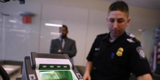 Un scanner d'empreintes biométriques, à l'aéroport international de New York.