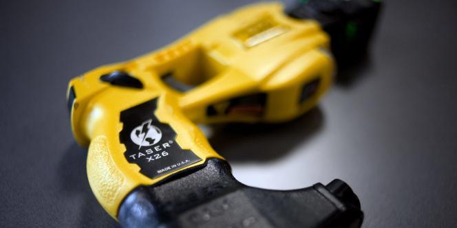 Le pistolet à impulsion électrique Taser X26.
