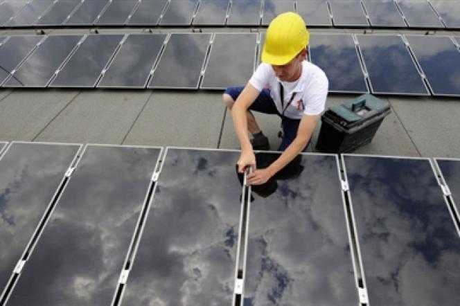 Les panneaux solaires totalisent une puissance installée de plus de 100 gigawatts dans le monde.