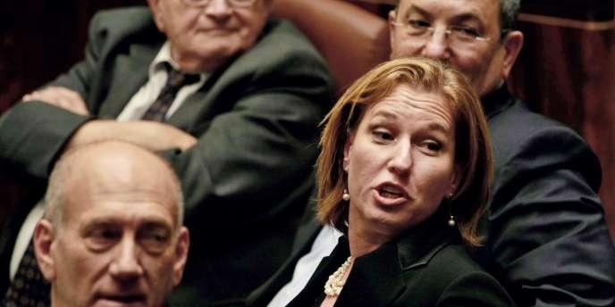 Ehoud Olmert (gauche),Tzipi Livni et Ehoud Barak (droite) figurent parmi les quatorze dirigeants israéliens visés par la plainte pour crimes de guerre durant l'opération