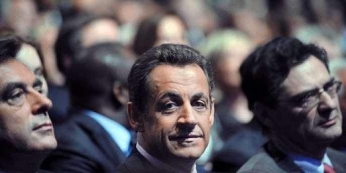 Patrick Devedjian, le secrétaire général de l'UMP, aux cotés de Nicolas Sarkozy lors d'un meeting à Paris le 12 janvier 2008.