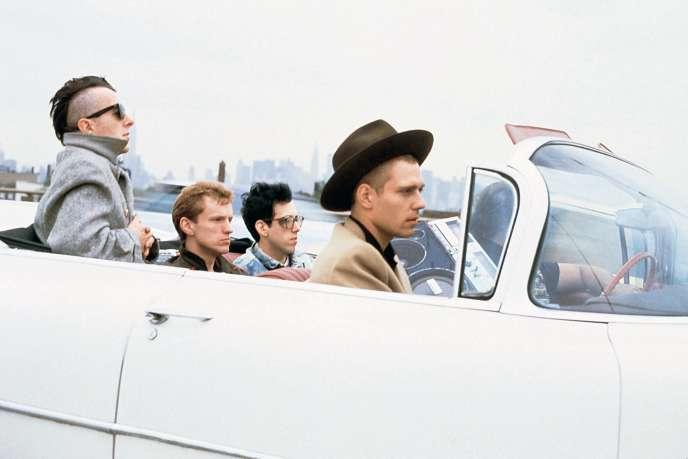 Les membres du groupe de rock britannique The Clash, de gauche à droite : Joe Strummer, Terry Chimes, Mick Jones et Paul Simonon, à New York en 1982.